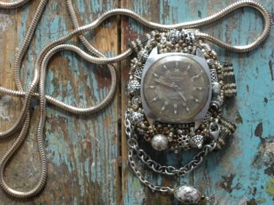 Universalus papuošaslas-laikrodis. Mechaninis. Rima.